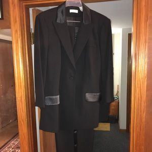 Amanda Smith woman's plus sized suit